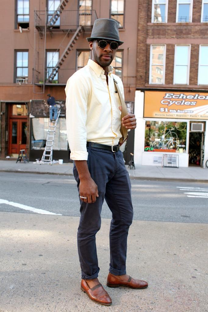 As calças chino são uma proposta interessante para os rapazes aproveitarem no verão 14! Super em alta, são versáteis em diversas ocasiões, desde as mais formais até as bem casuais!