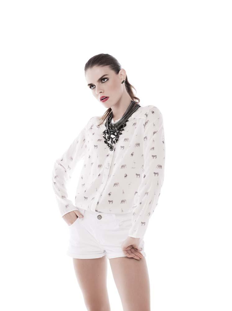 Clique aqui para comprar sua camisa branca!