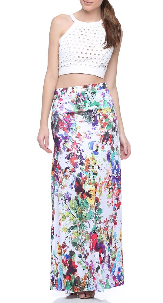 Look com saia longa de estampa floral