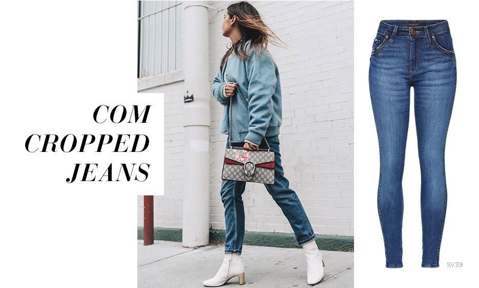 bota branca e cropped jeans