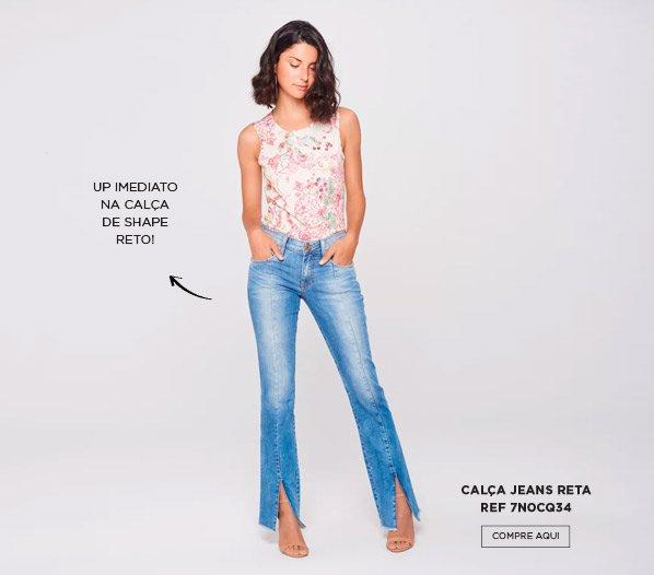 calça jeans reta com fenda