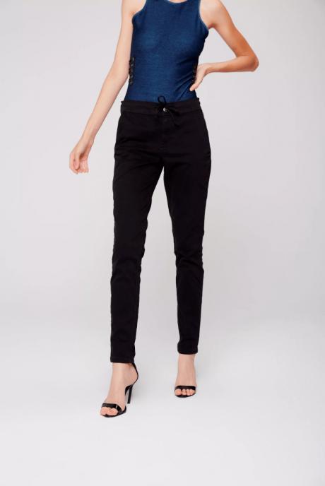 calça jeans preta jogger feminina