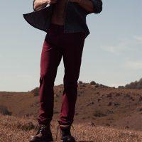Como usar looks com calça colorida masculina