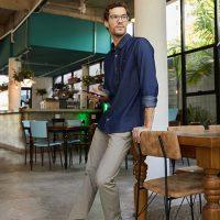 5 opções de look com camisa jeans masculina