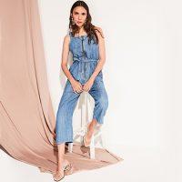 Entre na moda dos looks com macacão jeans!