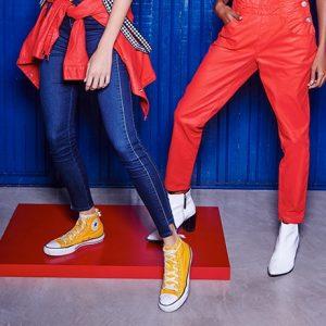 Aprenda a criar look com calça vermelha