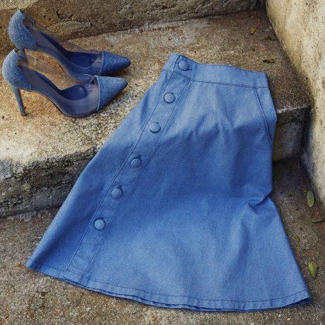 Saia jeans para combinar com dia de doar