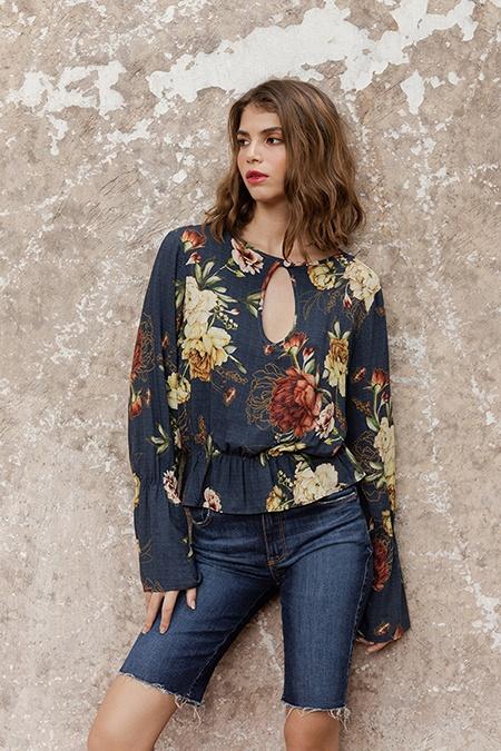 estampa floral e jeans
