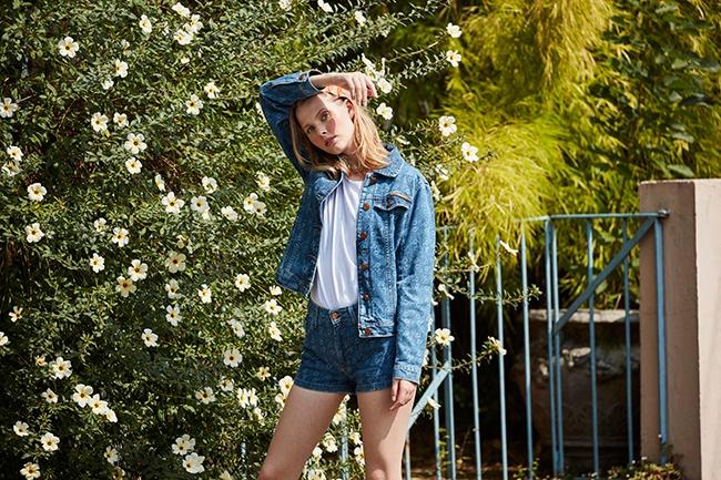 Short e jaqueta jeans feminina