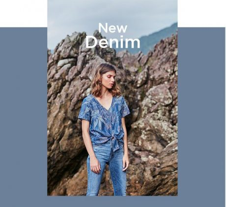 Calça jeans skinny feminina com top jeans estampado com amarração.