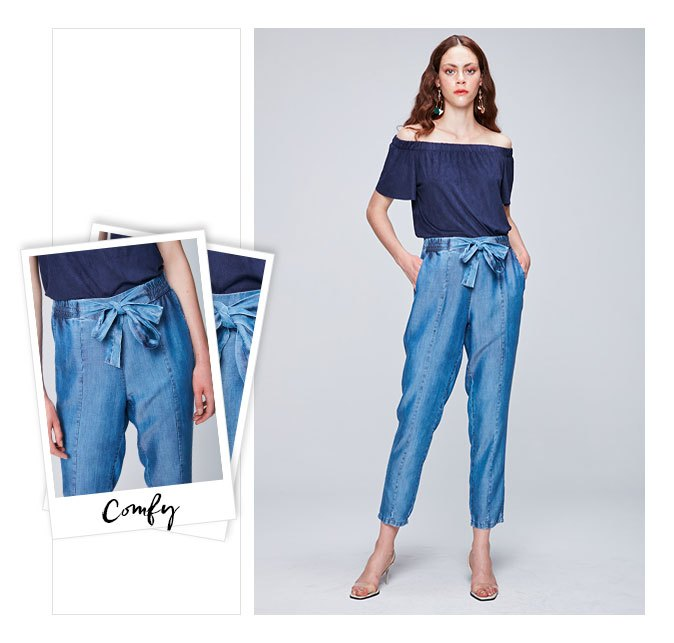 Clochard jeans com top ombro a ombro azul marinho.