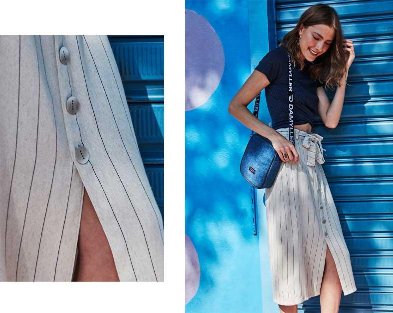 Saia midi listrada com abotoamento frontal e amarração na cintura com top croppe e bolsa jeans na transversal.