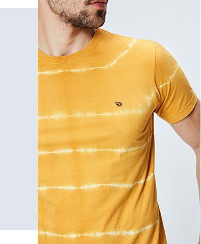 Camiseta de malha masculina com tingimento Tie Dye.
