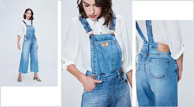 Camisa branca com jardineira jeans cropped com barra desfiada em lavanderia clara.