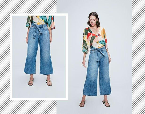 Pantalona cropped jeans com barra desfiada e cinto jeans com blusa manga ampla estampada com maxi folhagens.