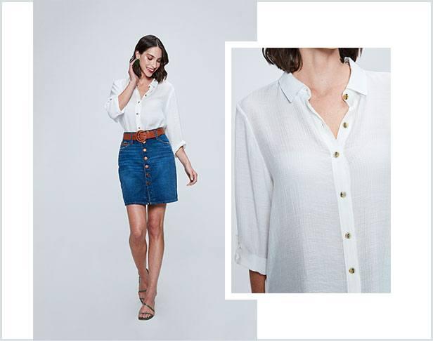 Camisa branca com saia jeans com abotoamento frontal e cinto médio caramelo.