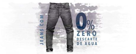 Imagem de um modelo de calça jeans masculina com zero descarte de água.