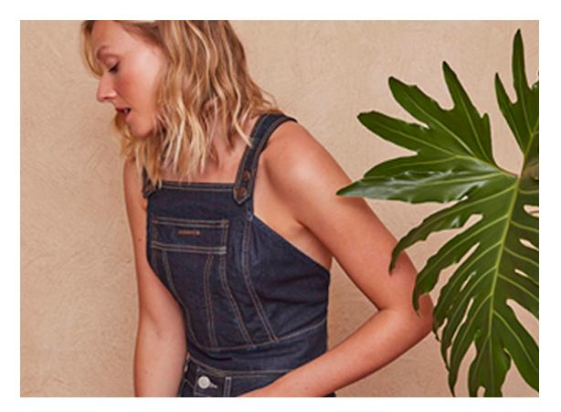 Top Cropped jeans escuro e short mini jeans escuro, os dois com zero descarte de água.