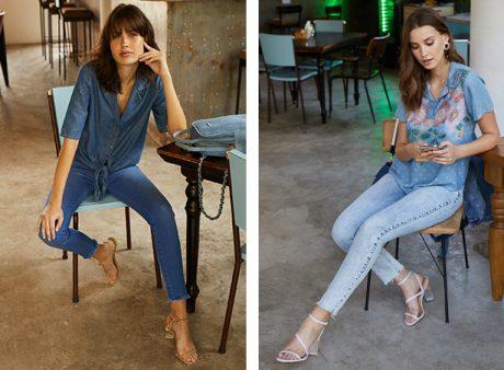 Calça feminina jeans escuro, skinny e barra desfiada com camisa jeans de mangas 3/4 com nozinho na parte da frente e bolsa mochila jeans claro; Calça feminina jeans claro, cropped e barra desfiada com blusa jeans claro com estampa de flores na parte da frente.