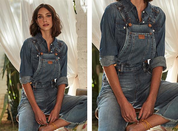 Jardineira pantalona jeans claro com barra desfiada