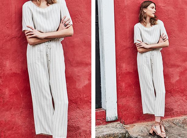 Blusa bege com listras e calça pantacourt na mesma cor com amarração na cintura.