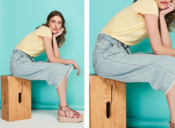 Calça pantacourt jeans claro com barra desfiada e amarração na cintura com camiseta em amarelo claro.