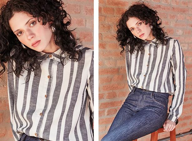 Calça feminina jeans escuro e camisa feminina off white com listras azuis na vertical de mangas longas, abotoamento frontal.