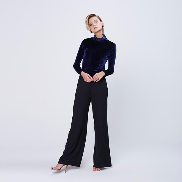 Calça pantalona comprimento longo na cor preta
