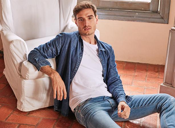 Camisa em jeans leve