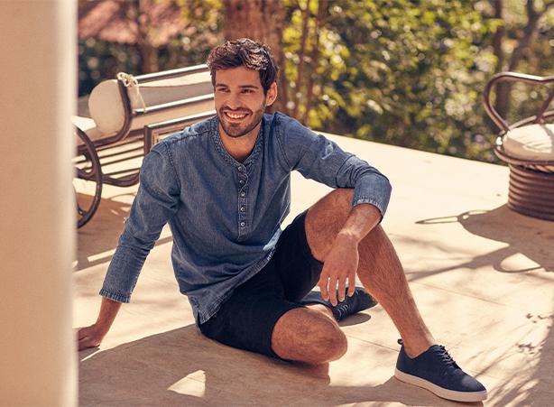 Look masculino para o verão com bata jeans